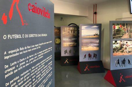 Exposição fotográfica Bola de Rua 2 está na Câmara