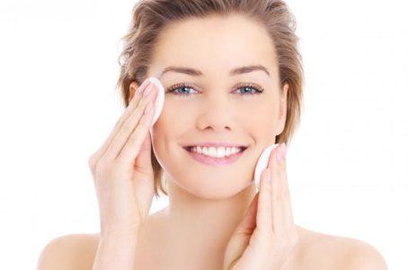 Tônico facial: conheça esse item de cuidado diário para a pele