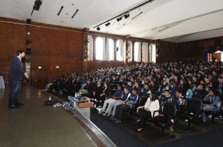 Prefeito de Jundiaí fala sobre carreira a 500 jovens do CIEE