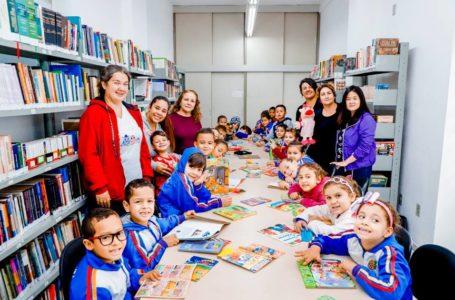Estudantes da EMEFEI Victória Cômodo Raymundo Fernandes visitam Biblioteca de Itupeva