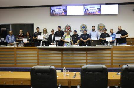 Sessão foi marcada pela homenagem à Guarda Municipal e aos professores de educação física