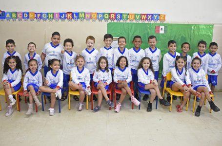 Alunos de 27 escolas da Rede Municipal já estão utilizando os uniformes em Cajamar