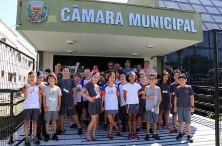 Alunos do 3º ano do Colégio Interação conheceram a Câmara Municipal