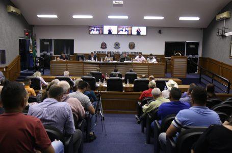 Vereadores rejeitam duas contas de dois ex-prefeitos em sessão extraordinária