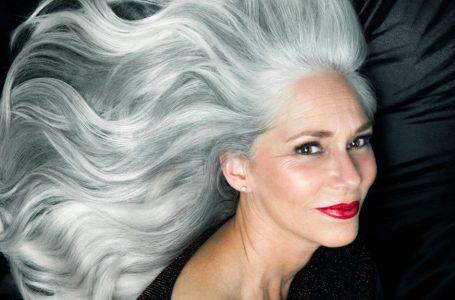 Como deixar os cabelos grisalhos em etapas sem precisar cortar?