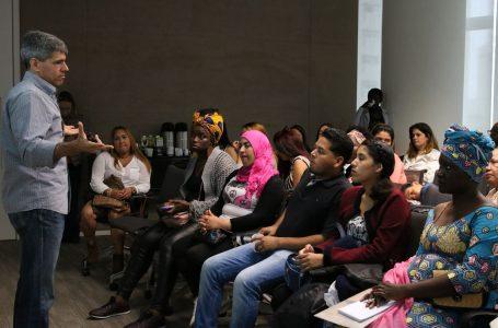 Refugiadas e imigrantes buscam oportunidades no mercado de trabalho