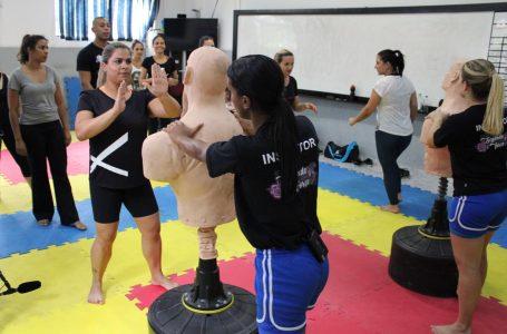 Projeto de prevenção à violência doméstica ensina técnicas de defesa usando pontos vitais do corpo