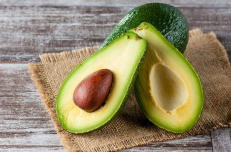 """Vilão da alimentação? Abacate tem """"gordura boa"""" e ajuda a perder peso"""