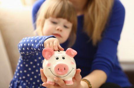 Obrigatória nas escolas a partir deste ano, Educação Financeira também deve ser ensinada aos pais
