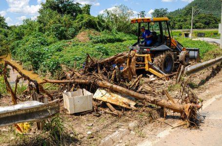 Programa Cajamar Bem Cuidada retira entulhos de rios e córregos da cidade