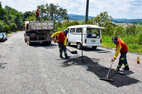 Operação Tapa-Buraco segue melhorando as condições de tráfego no município em Cajamar