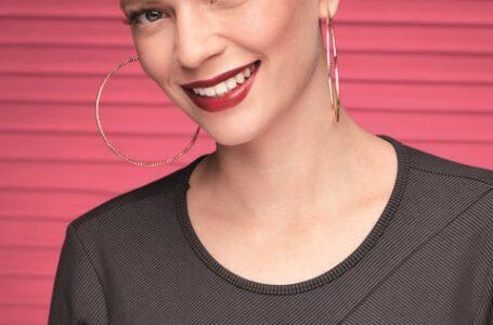 Avon e Juliana Rakoza ensinam quatro dicas para uma maquiagem de home office