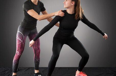 Treino em família: Personal ensina exercícios que todos podem fazer juntos em casa, da vovó ao filho adolescente