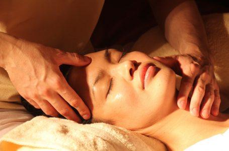 Dos pés à cabeça: descubra técnicas de massagens relaxantes para fazer em casa