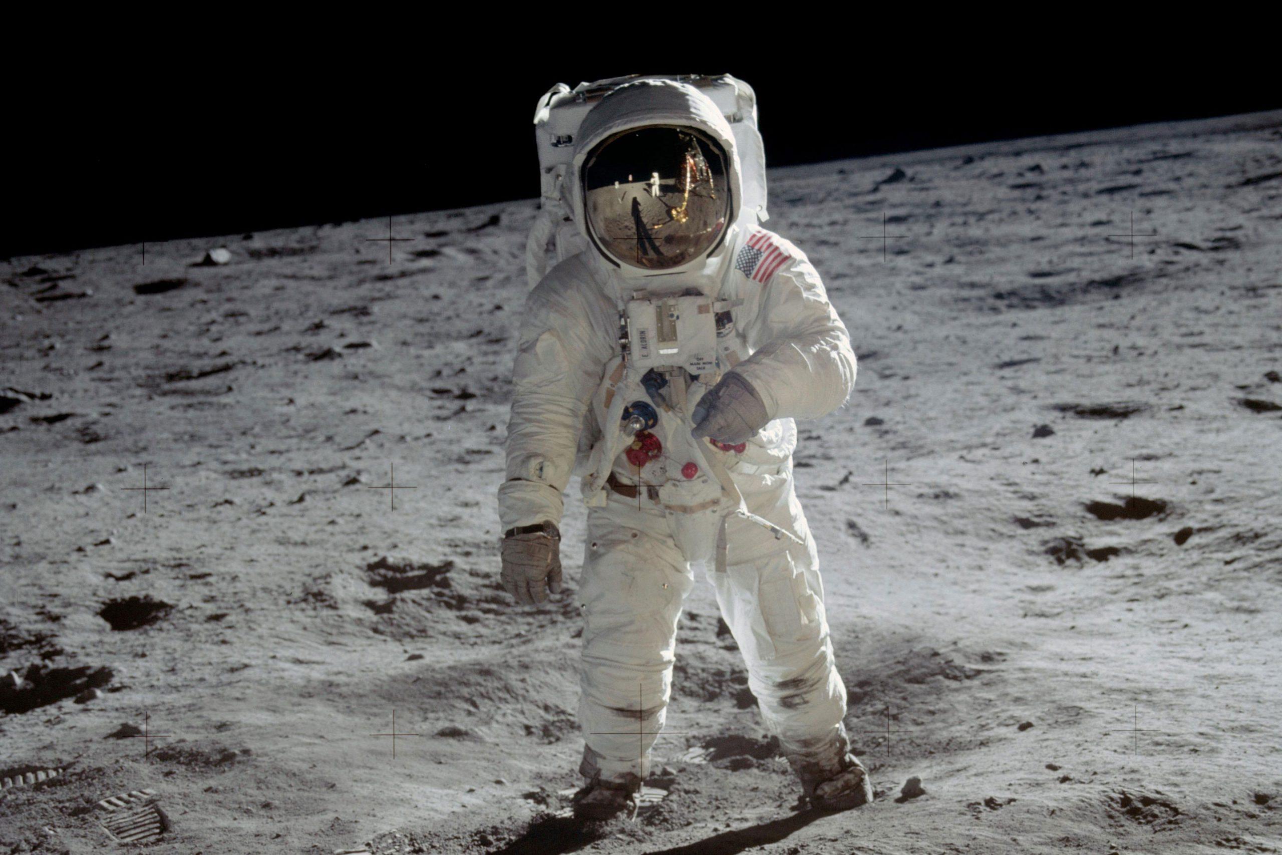 Nasa traça plano para levar primeira mulher à Lua até 2024