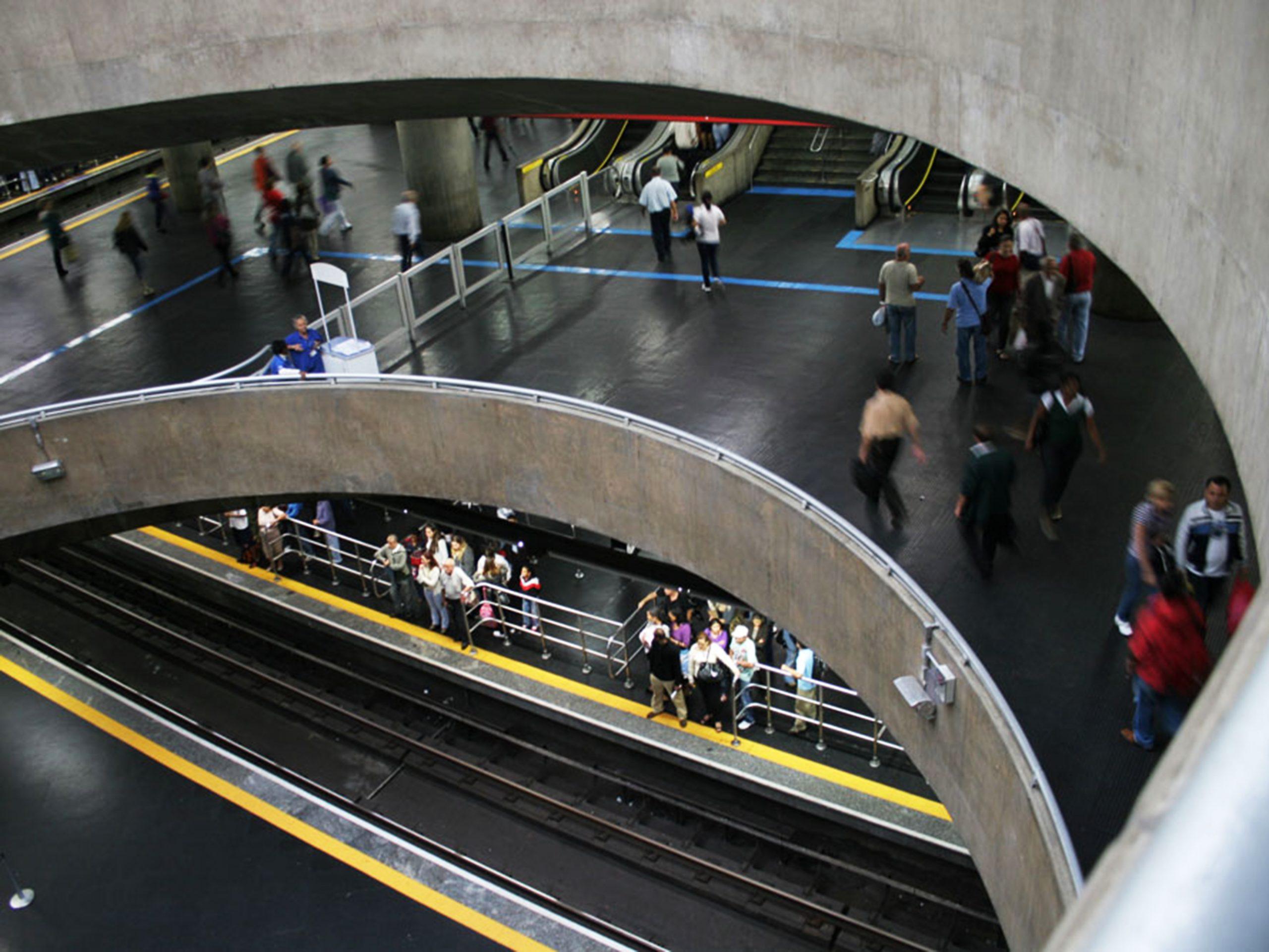 Lacinhos serão distribuídos no Metrô, em prol do Outubro Rosa