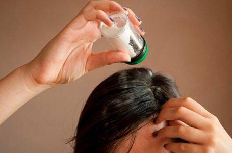 Talco no cabelo – Malefícios dessa prática para os fios e como usar