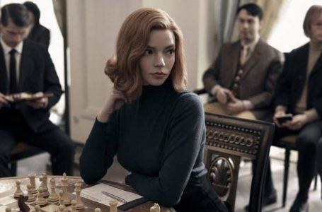 """O figurino luxuoso da série """"o gambito da rainha"""" revive a glamurosa estética dos anos 50 e 60"""