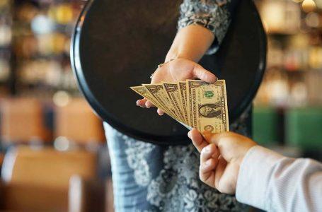 Homem deixa US$ 3 mil de gorjeta a funcionários de restaurante nos EUA prestes a fechar por causa do coronavírus